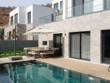 denize yürüme mesafesinde 300 m2 müstakil havuzlu bahçe içinde villa