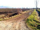 Akyazıda yol, su elektrik problemi olmayan arazi